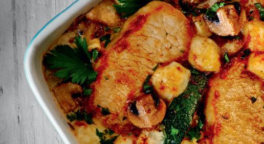 Стейк-гриль на реберці sous-vide запечений з цукіні, грибами та сиром
